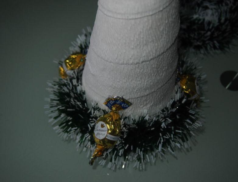 DIY juletræ til nytår & # 8212; fotoideer og mesterklasser trin 68