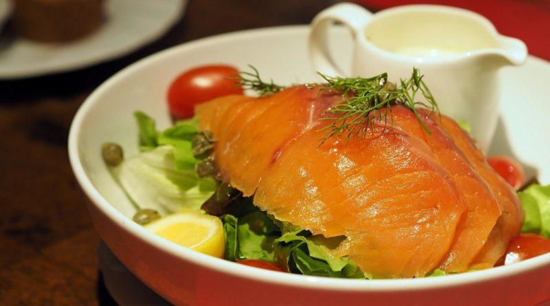 कम नमकीन सामन & # 8212; 7 व्यंजनों होम स्टेज 1 पर सैल्मन सैल्मन