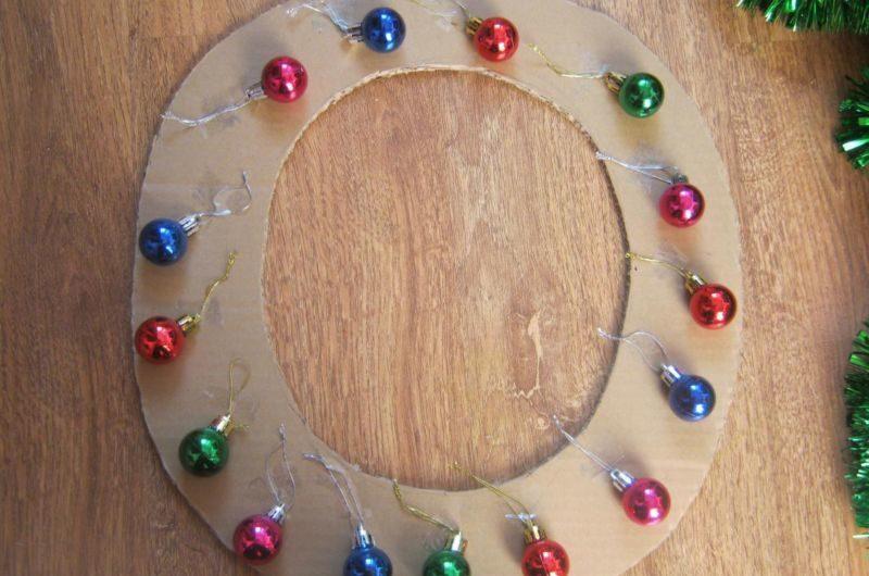 Жаңа жылдық гүл шоқтарын өзіңіз жасайды. Үйде гүл шоқтарын өндіруге арналған 12 шеберлік сабағы 5