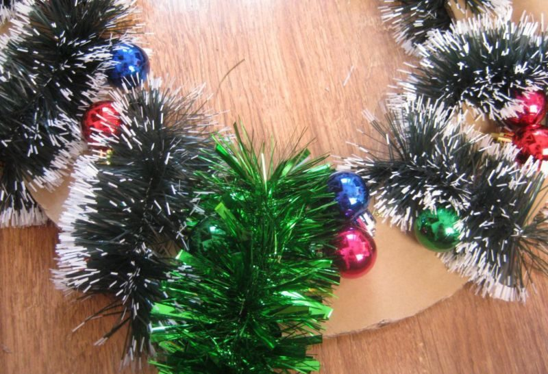 Жаңа жылдық гүл шоқтарын өзіңіз жасайды. Үйдегі гүл шоқтарын өндіруге арналған 12 шеберлік сыныптары 8