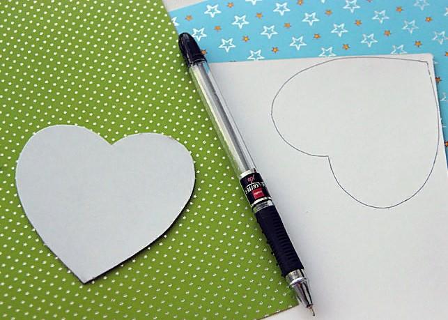 वेलेंटाइन दिवस के लिए DIY बच्चों के लिए अपने हाथों के साथ: 14 फरवरी चरण 22 को शिल्प के सबसे सुंदर विचार