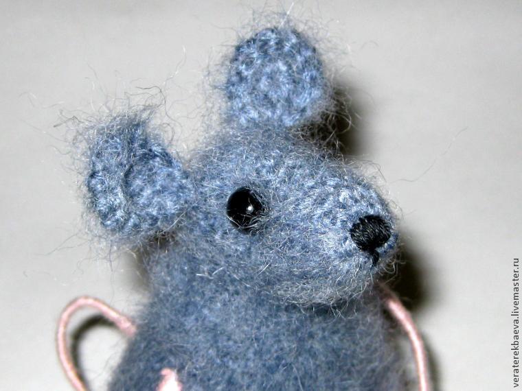 Πλέκω ποντίκια και αρουραίοι με διαγράμματα και περιγραφές. Amigurumi παιχνίδια μάστερ για αρχάριους στάδιο 18