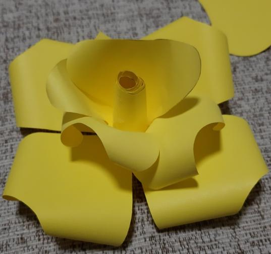 Paper Flowers & # 8212; Mga scheme at mga template para sa paglikha ng mga kulay ng papel na yugto 27.