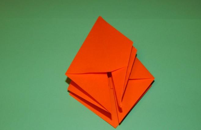 Paper Flowers & # 8212; Mga scheme at mga template para sa paglikha ng mga kulay ng papel na yugto 96.