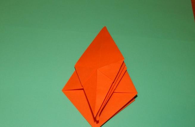 Paper Flowers & # 8212; Mga scheme at mga template para sa paglikha ng mga kulay ng papel na yugto 98.