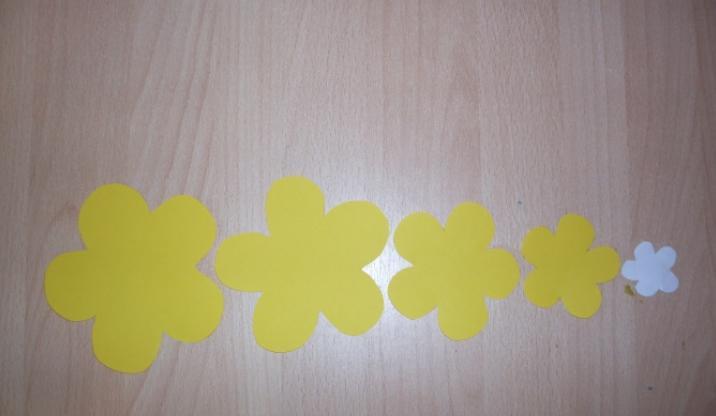 Paper Flowers & # 8212; Mga scheme at mga template para sa paglikha ng mga kulay ng papel na yugto 145.