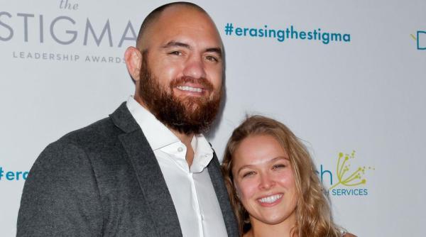 Ронда Роузи и Трэвис Браун решили пожениться