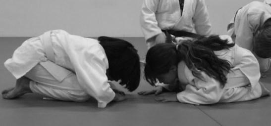 kids_bowing