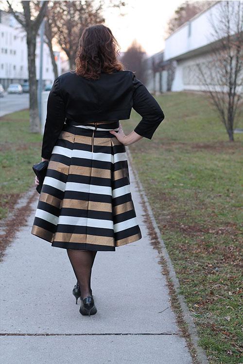 kardiaserena-outfit-plussize-fashion-curvy-asos-gestreiftes-kleid-metallic-look-luxury-coast-plus-michael-kors-clutch