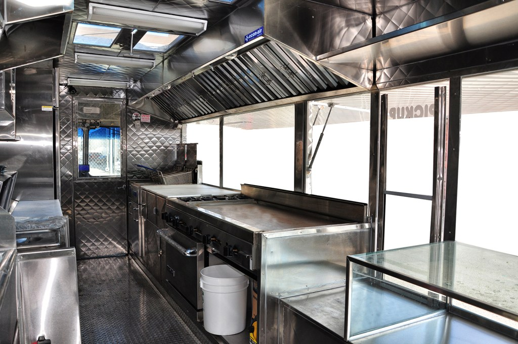 Hot dogs food truck by kareem carts manufacturing company for Dep design interieur