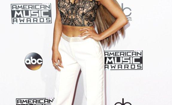 Ariana Grande 2016 AMAs