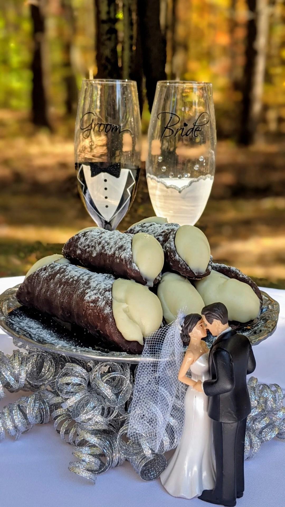 Wedding cannoli