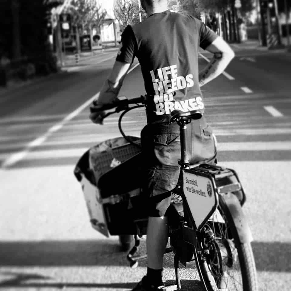 Coursier vélo black lives matter