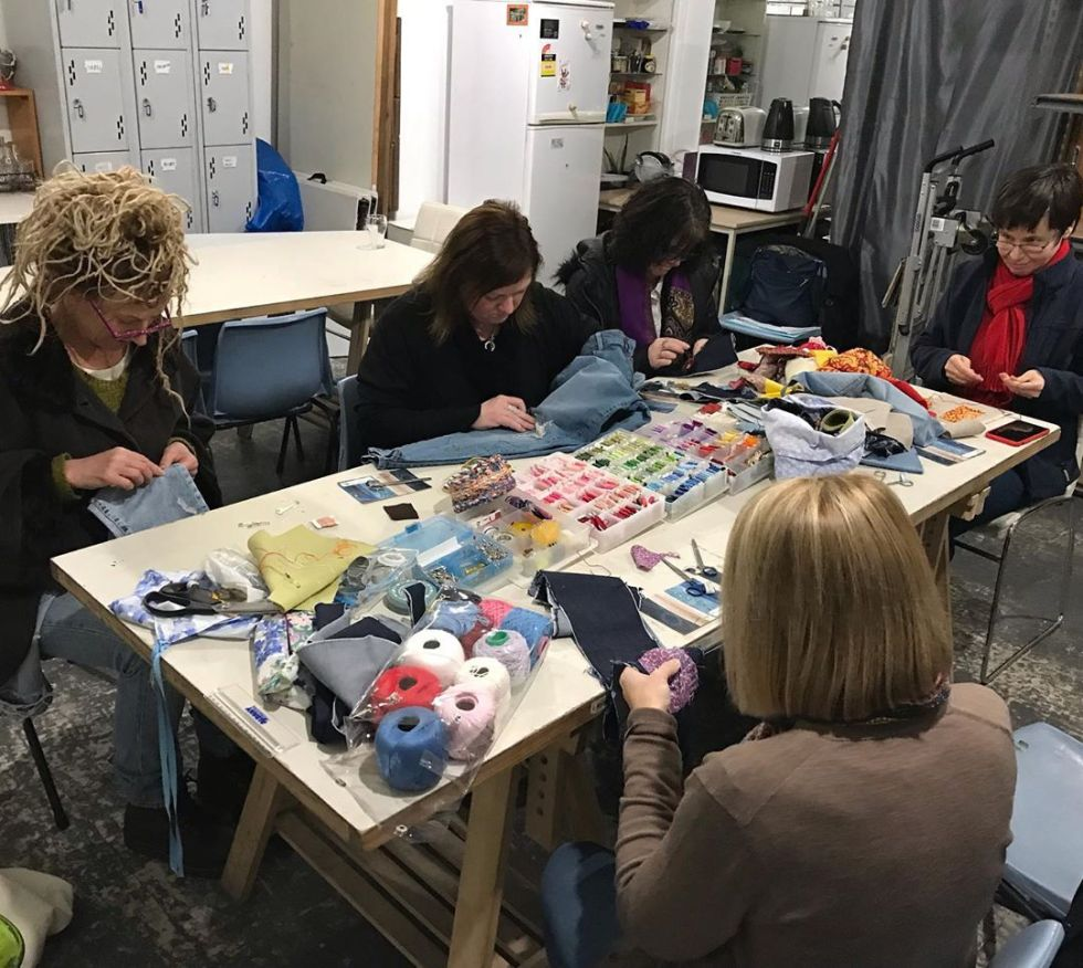 A fantastic group of people tonight @lanewaylearning 🧵 Learning how to Visibly Mend their Denims. 👖👖🧵 #visibledarning #visiblemending #mending #patching #applique #sustainablefashion #oldisnew #revamp #repair #fix #sashiko #boro #jeans #denim #mendingmayhem