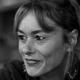 LES UNS ET LES AUTRES - Karine Nowak