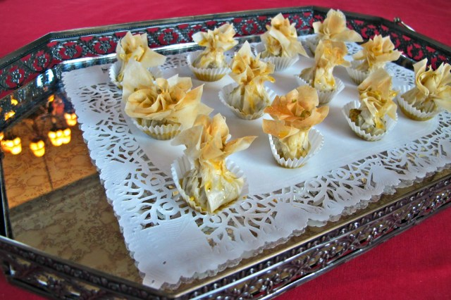 Baghlava flowers Bite-size pockets of pistachio and ground almonds, bathed in a rose-water, saffron and cardamom-perfumed sirop.