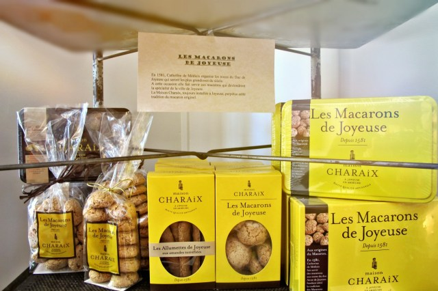 Authentic macarons, traditionnal candies, calissons, nougats...