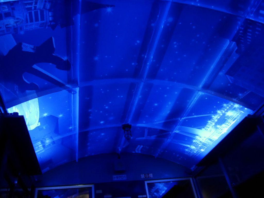 トンネル内では天井が綺麗!!