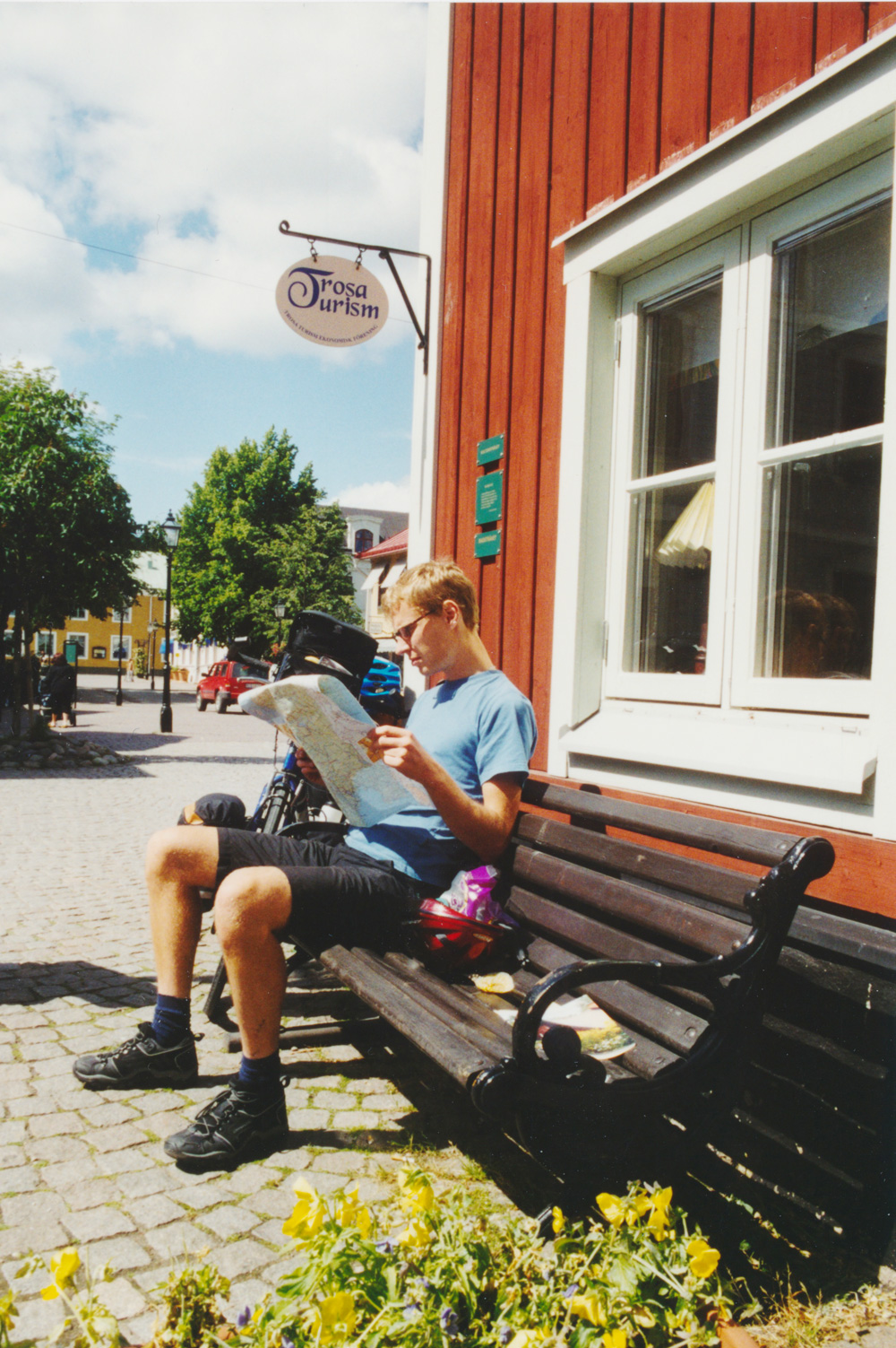 Reading the map outside the tourist information in Trosa.