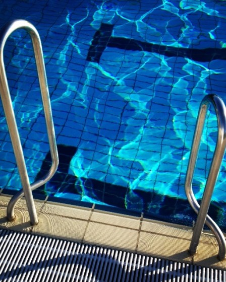 (c) Karl Baumann 2015: Swimming-Pool, Bad Gleichenberg im Oktober, iPhone 4S