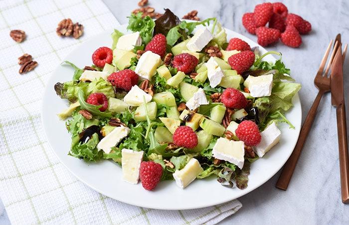 salade met frambozen en brie - karlijnskitchen.com