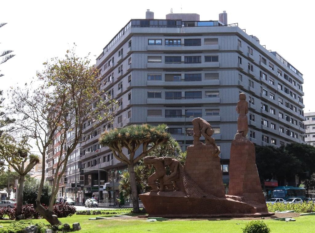 A momunment commemortating the 500th anniversary of Las Palmas in the Plaza de España
