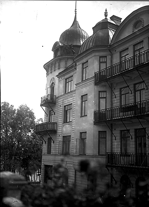 Stockholmshuset i sin glans dagar. Med fasaddekoren och fönsterspröjsen intakta.