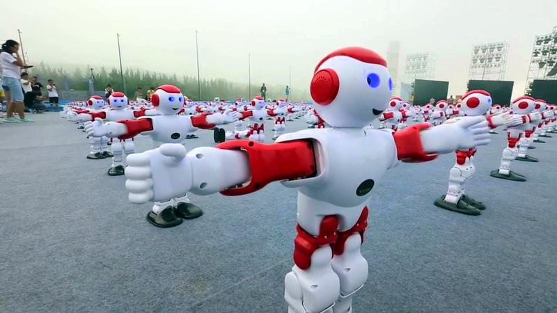 Армия танцующих роботов!