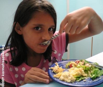 kamila-eating