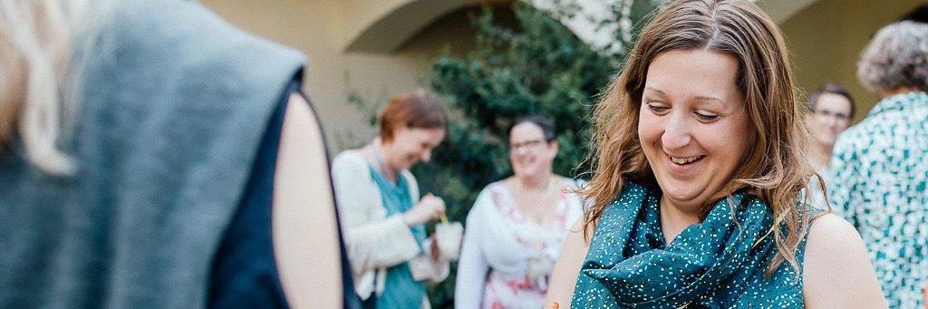 """Foto von Lucie Greiner für """"eigenstimmig"""". Hier ist ein Bild von mir bei der Begrüßung auf dem eigenstimmig Workshop zu sehen"""