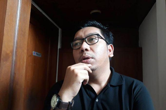 Peneliti Indonesia Corruption Watch (ICW) Kurnia Ramadhana di kantor ICW, Jakarta Selatan, Senin (9/3/2020).(Kompas.com/Fitria Chusna Farisa)