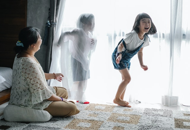 https://www.pexels.com/photo/babysitter-playing-with-children-at-home-5691816/