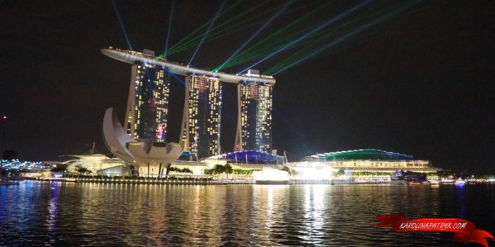 Singapore sightseeing by night