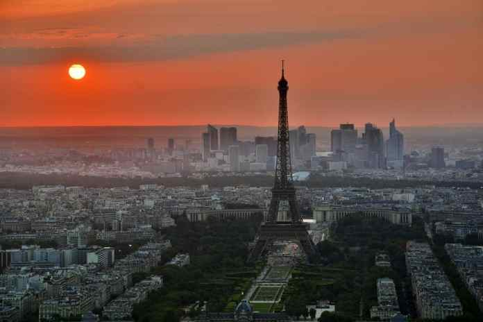 Don't you just love the Eiffel tower at sunset?