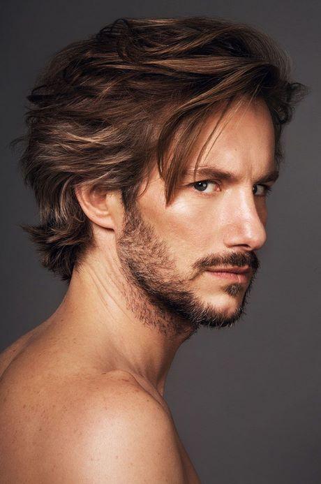 Ansonsten werden die haare auch gerne mittellang und fransig geschnitten. Frisure männer 2021