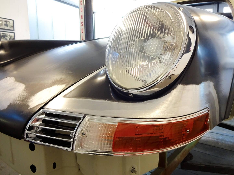 Karosserie-Restauration Porsche 911 Targa S (1963), Blinker-Einpassung und Spitze vorne rechts