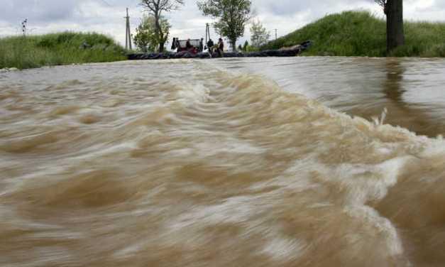 Áradnak a folyók Romániában, több száz embert kellett kilakoltatni