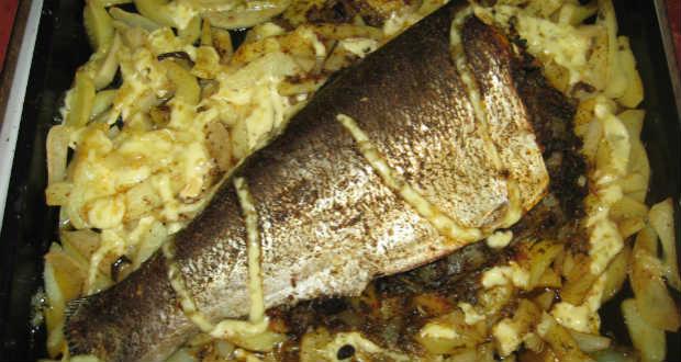 Töltött hal krumpliágyon recept