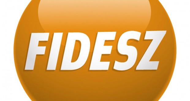 A Fidesz-KDNP ötvenhárom százalékát szerezte meg a voksoknak az EP-választáson