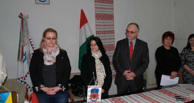 Mikulás-csomagokat és számítógépeket adott át a Budafok-Tétényi önkormányzat Kárpátalján