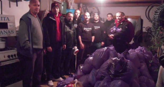 A diósgyőri ultrák átadták az adományokat Kárpátalján