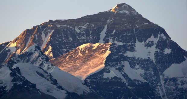 Majdnem 30 százalékkal zsugorodtak a Csomolungma gleccserei