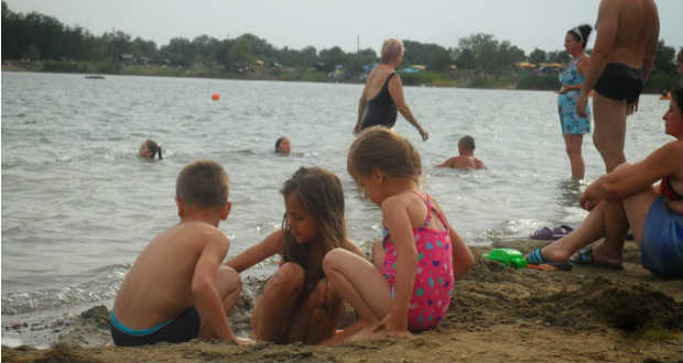 Ingyenes tóparti pihenés nagycsaládok és civil szervezetek számára
