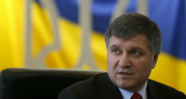 Arszen Avakov szerint tovább nem kötelezhetők a rendfenntartók a bíróságok védelmére