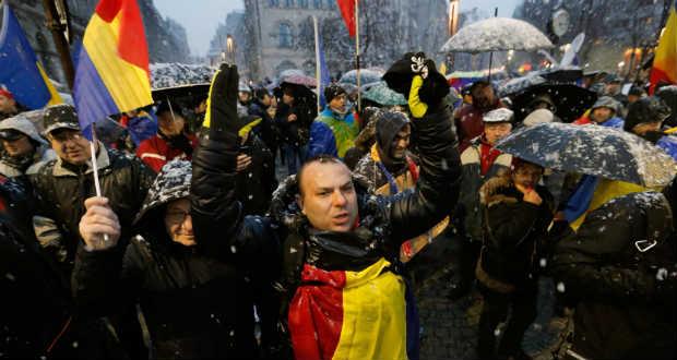 A szociáldemokraták ellen tüntetnek Romániában
