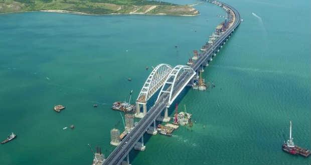 EU: a Krími híd vasútpályájának felavatása Ukrajna területi egységének újabb megsértését jelenti