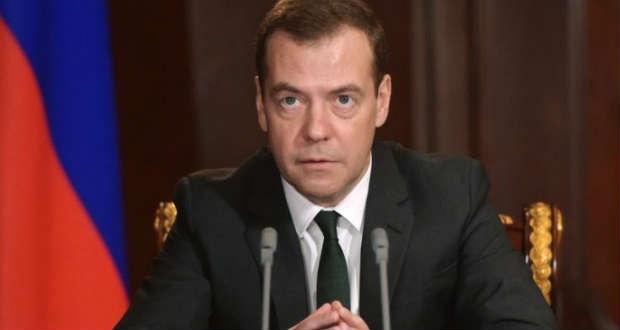 Medvegyev: Moszkva korlátozni fogja az ukrán tőke kivitelét és az áruk behozatalát