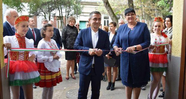 Átadták a magyar kormánytámogatással felújított Tanítók Házát Beregszászban