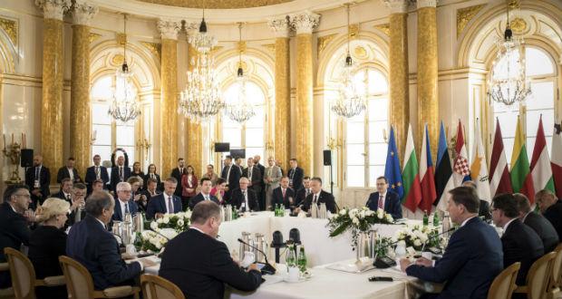 A közös uniós piac és költségvetés szerepét hangsúlyozó nyilatkozatot fogadtak el a varsói csúcstalálkozón