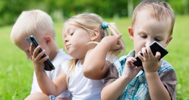Agykárosodást okozhatnak az okoskészülékek a gyermekeknél
